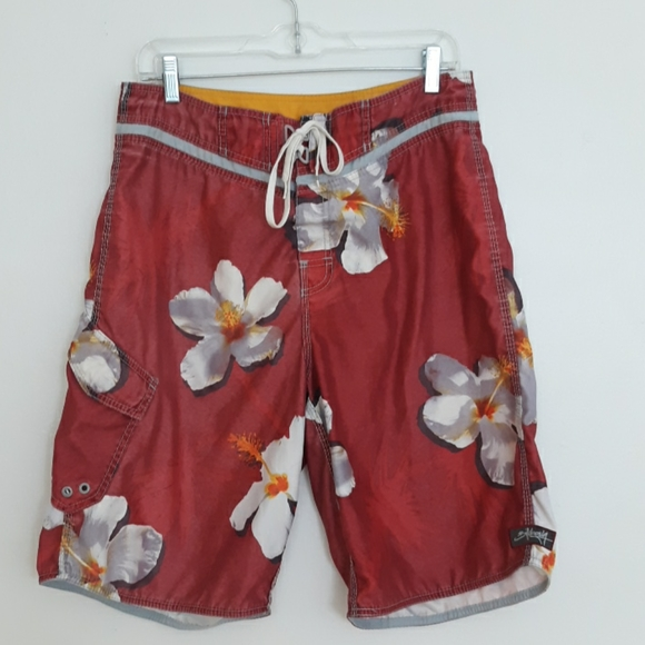 Billabong Size 33 Red With White Flower Shorts